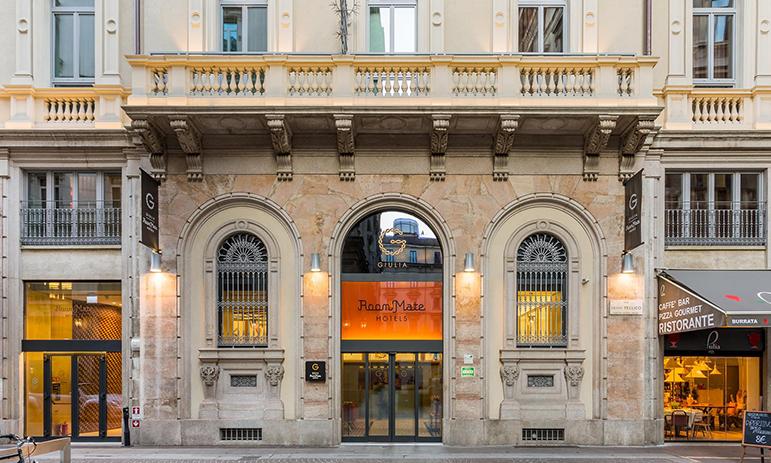 Cristina-Schiavon-Hotel-Room-mate-Giulia,-ceramica-Vogue,-Angus-Fiori-Patricia-Urquiola-Dw-a